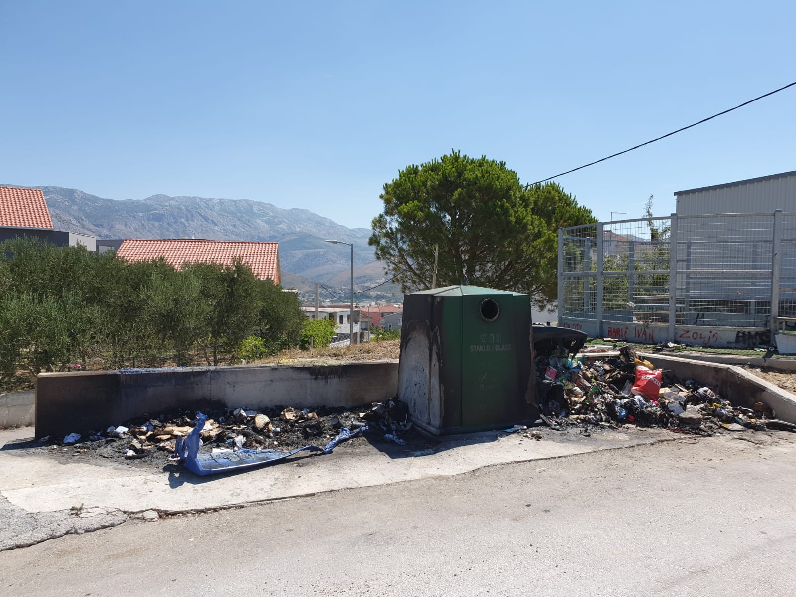 Izgorili spremnici za odvojeno prikupljanje otpada nabavljeni bespovratnim sredstvima iz Europske unije
